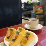 静香 - フルーツサンド、コーヒー