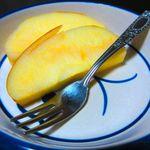山喜旅館 - 夕食・果物(リンゴ)