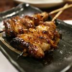 本格炭火焼き鳥&博多もつ鍋 串たつ - 「とり皮(タレ)」見た目より普通で安心。