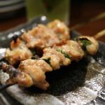 本格炭火焼き鳥&博多もつ鍋 串たつ - 「しそせせり」軟骨並みの歯応え。