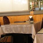 ベトナム料理専門店 サイゴン キムタン - 店内のテーブル(前の店舗です)