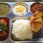 日本一小さなインド家庭料理 ドーン食堂 印度山 -