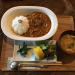 ムスヒ 535 - 料理写真:チキンスパイスカレー♬ 950円
