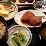 お多幸 - 豆茶と焼魚:700円 + 大根:160円