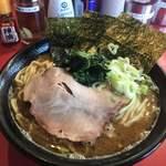 横浜ラーメン とんこつ家 - ラーメン(¥700)+大盛(¥100)