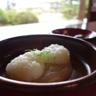 前山寺 - 料理写真:お庭を見ながら頂くくるみおはぎ