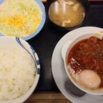 松屋 - うまトマハンバーグ定食630円のご飯大盛無料全景