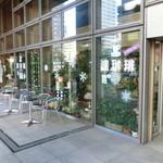 濱珈琲 - 神奈川自治会館1階です。