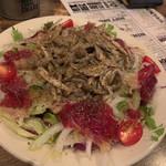 九州珠 - 桜生ハム(馬肉の生ハム)とキノコのマリネサラダ キノコのマリネがたっぷりで美味しい。