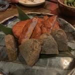 九州珠 - 串木野産のさつま揚げの盛り合わせ チーズや野菜など3種類。ぷりぷり食感で熱々。甘めの味付け。