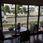 55カフェ - お店の中からの眺めです
