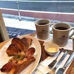 ブレッド&コーヒー イケダヤマ - モーニングセット クロワッサン&コーヒー 追加のソシソン