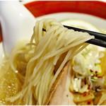 拉麺5510 - 軽い風味と適度なコシのある麺。