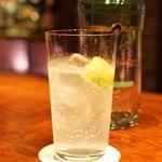 バー イースモア - G'VINE Floraison Gin で作ったジントニック