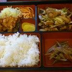 むら山 - 料理写真:唐揚げ・豚肉の味噌炒め定食 1,000円