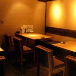 炭火焼鳥 権兵衛 - 店内は広々!テーブル席・カウンター席・掘り炬燵席など用途にあわせてお使い下さい。