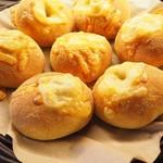 MONDIAL KAFFEE328 BAKERY ザヴォート - チーズカレーパン