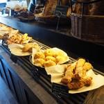 MONDIAL KAFFEE328 BAKERY ザヴォート - 美味しい焼き立てパン
