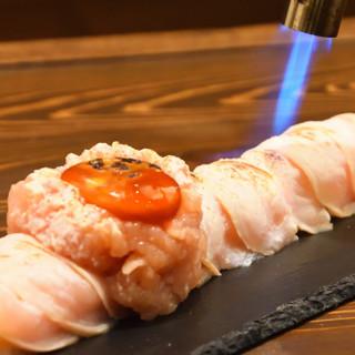 """朝挽き""""丹波鶏""""使用!お客様の目の前で炙る「炙り鶏肉寿司」"""