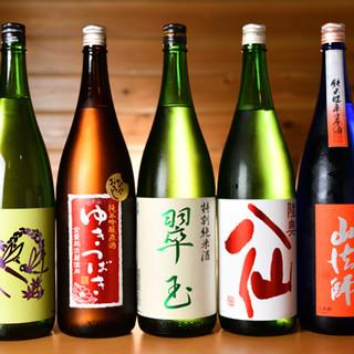 全国の地酒をはじめ、多彩なラインナップのお飲み物からチョイス