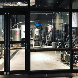 ビール醸造所併設レストラン。バー内に併設しております。