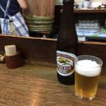 明治屋 - 小瓶ビール。四斗樽酒がシブい。そしてなんだかムラムラしてきた♡