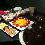 クリスティーズ - 「チョコレートフォンデュのタワー」  人気のチョコフォンが2時間¥1,050で食べ放題!!