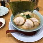 横浜家系ラーメン 清六家 - 特豚骨醤油 960円