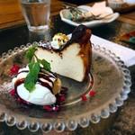 チャムアパートメント - バスクチーズケーキ