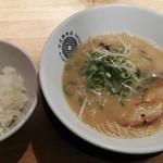神虎麺商店  - 神虎ラーメンとライス