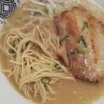 神虎麺商店  - 麺とチャーシュー
