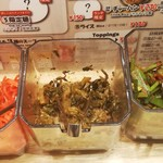神虎麺商店  - 卓上の紅生姜・高菜・ニラキムチ