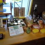 11619041 - 店内のお菓子類