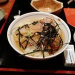 116192386 - 鯛のだし茶漬け。おいしい。でも、甘いソースのために、鯛の刺身の味が感じられない。