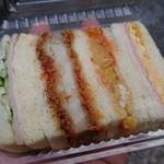 ボンカドー - 右から2番目がスクランブルエッグ、ほんのり甘旨いケチャップがそそりました(^O^)パンはシットリ柔らかい