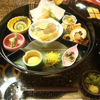 四季折々の京料理やおばんざいを堪能!お弁当・御膳多数ご用意!
