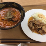 東京大学 中央食堂 - ラーメンと生姜焼きなんてジャンクな朝ごはんだ(笑)