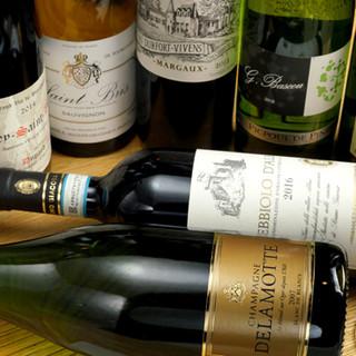 焼き鳥と相性良し◎厳選ワインや日本酒などを多彩にラインナップ