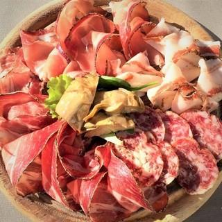 【厳選】イタリア産生ハム・サラミ・チーズ等、各種ご用意!