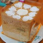 ケーキと焼き菓子の店 旬菓房 ふりあん - キューブシフォンケーキ