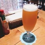 WIZ CRAFT BEERandFOOD - クラフトビール3杯目は、シルバーシティブルワリー(ワシントン州シアトル)の「トロピックヘイズ」(Sサイズ700円+税)!