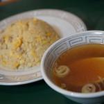 116224662 - 玉子チャーハンとスープ