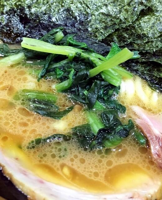 家系総本山 吉村家 - 青菜は小松菜でした。