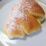 Papa d' nuku - 料理写真:パパ ドゥヌクの特製クリームパン