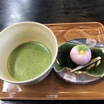 116233939 - お抹茶と和菓子のセット