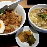 台湾MACHI - 滷肉飯+酸辣湯麺(小):750円