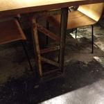 116244131 - テーブル脚部もイカす