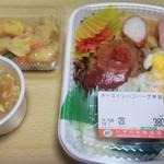 いすの木惣菜館 - チーズインハンバーグ弁当¥380 ジャガイモの煮物(非売品)¥100 無料のコーンスープ
