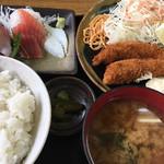 魚八 - 料理写真:エビフライと刺身