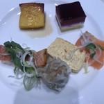 ベルテンポ - 料理写真:朝食ビュッフェ2600円(総額)。赤魚の塩麹焼き、スモークサーモン、アサイーのムースなど。サーモン20枚、赤魚6切れは食べたと思います(笑)。とても美味しくいただきました(╹◡╹)